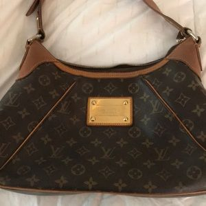 🎈HOST PICK🎈Authentic Louis Vuitton Thames GM